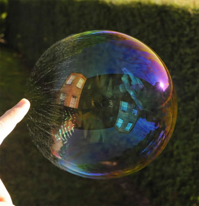 The Bubble Snaps – Reflection Photography