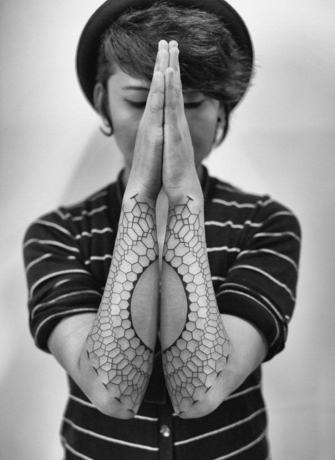 Beautiful Geometric Tattoos Made With Dots and Lines